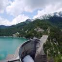 ダムの中では日本一高い黒部ダム。展望台から。雪が残っている。