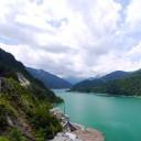 黒部湖。標高は1,454m以上。空気が薄い。